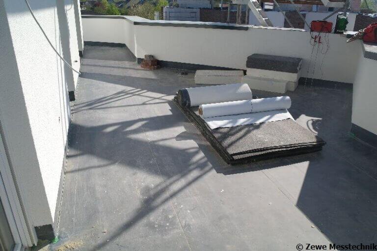 Prüfung einer Terrassenfläche am Neubau